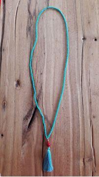 Image de long collier turquoise ou noir